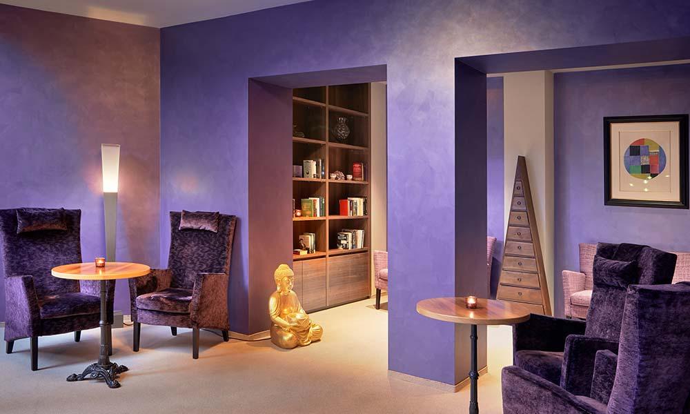 Ayurveda Resort MANDIRA Bar & Lounge Lavendelbibliothek